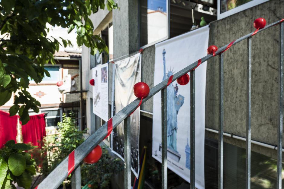 Nez rouges et affiches Clowns Sans Frontières